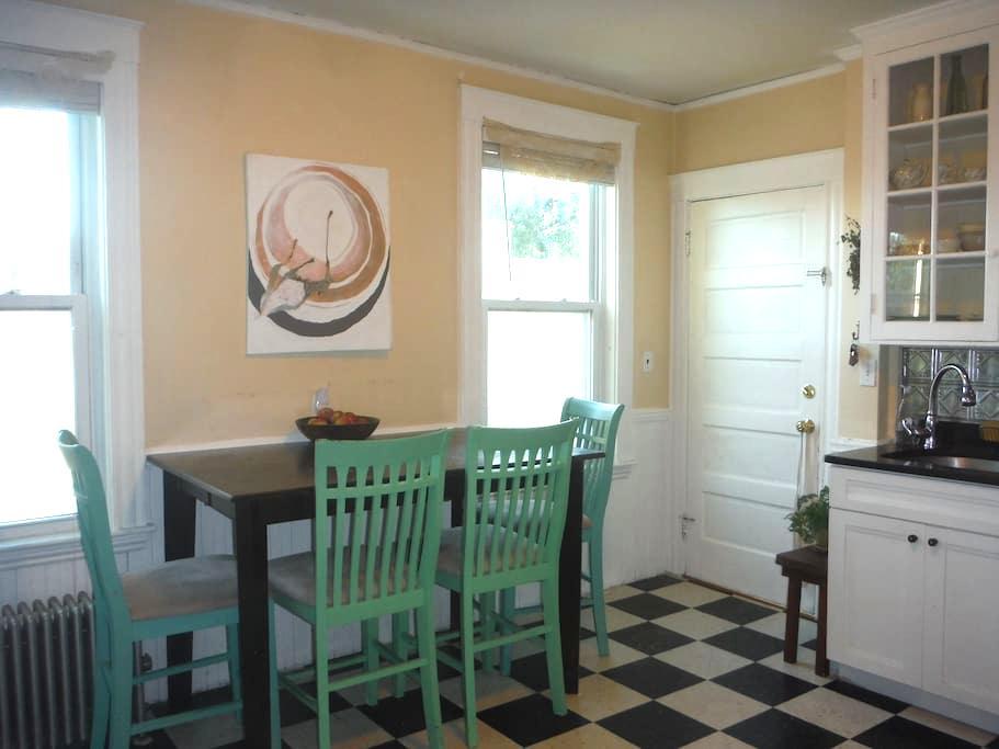 Cozy bohemian room in Downtown Salem - Salem