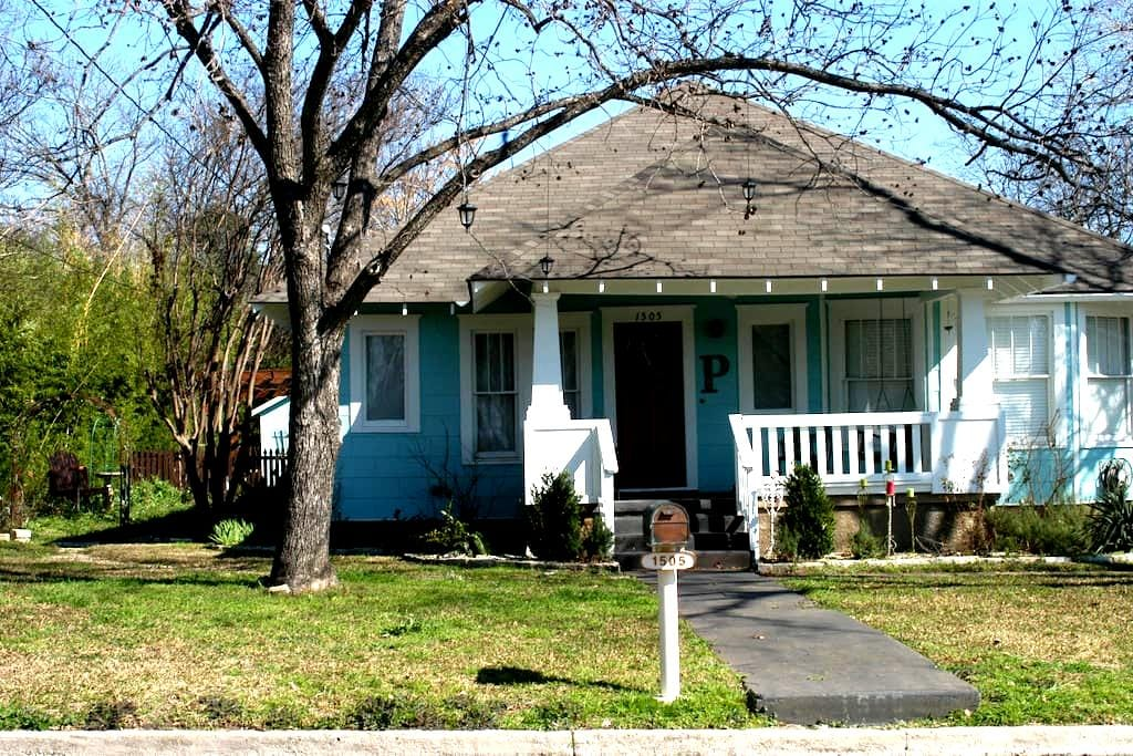 Historic Olive Street Garage apt. - Georgetown - Appartement