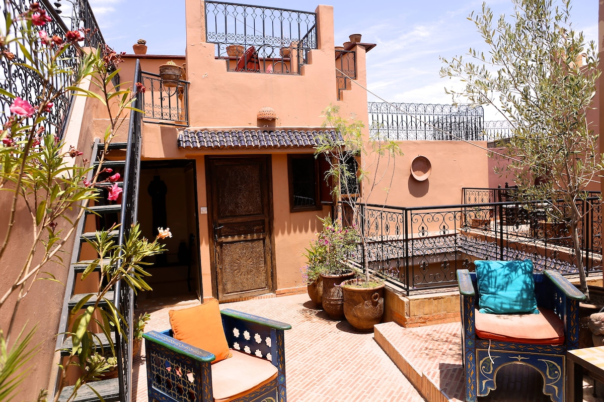 Two-tiered patio terrace