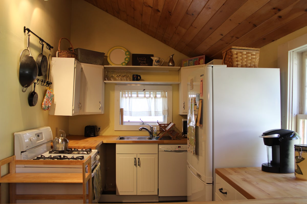 Lofted ceilings and a small but well-equipped kitchen make this cozy cottage a welcome retreat at the end of a busy day.