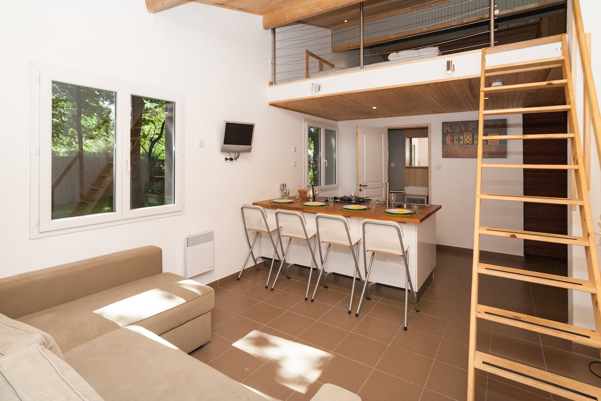 Quiet and calm Duplex 800m from Lac