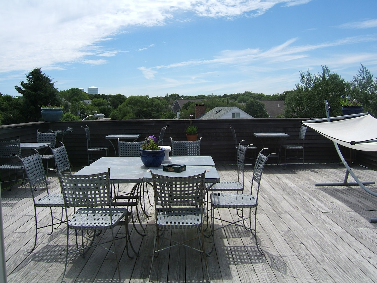 Roof deck with gas grill