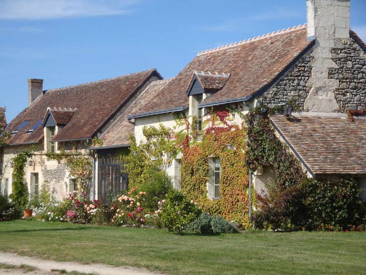 The south facade of La Baumoderie with a winter garden where you will be welcomed.