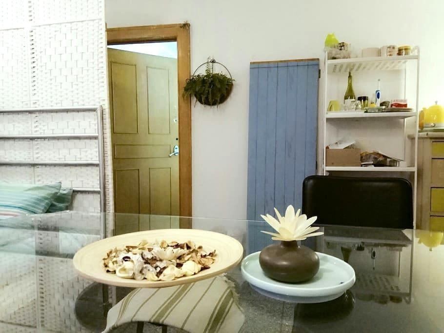 温馨客厅单人床大餐桌屏风隔断,紧邻北大清华人大颐和园、中关村创业大街 - Beijing - Departamento