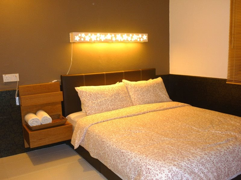 Second bed room which come with some elegance feel.