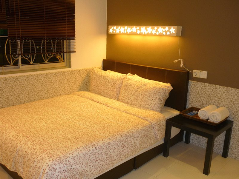 first bed room which come with garden view.