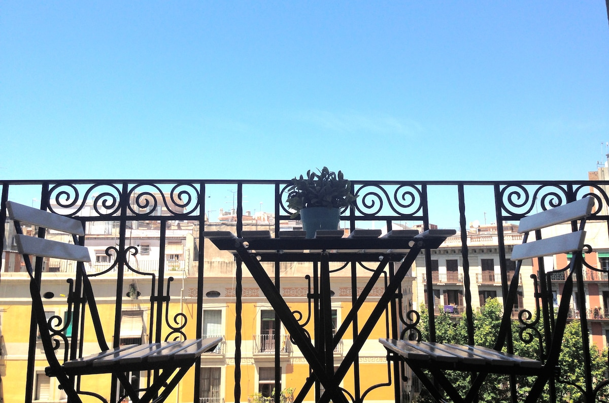 Terraza con vista al mercado de Sant Antoni
