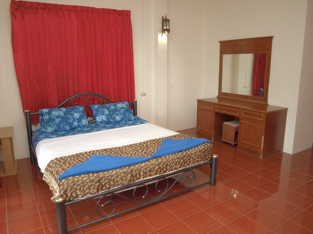 Large bedroom with king size bed, large makeup table & mirror, and more...