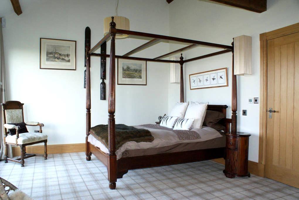 STUNNING BARN HARROGATE, PRIVATE WING SLEEPS 4 - North Yorkshire - Haus