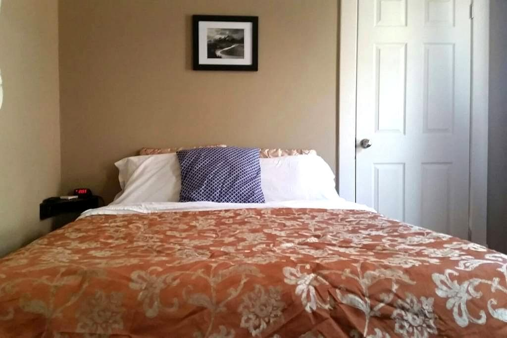 Delightfully Airy, Private Quarters - Columbus - Bed & Breakfast