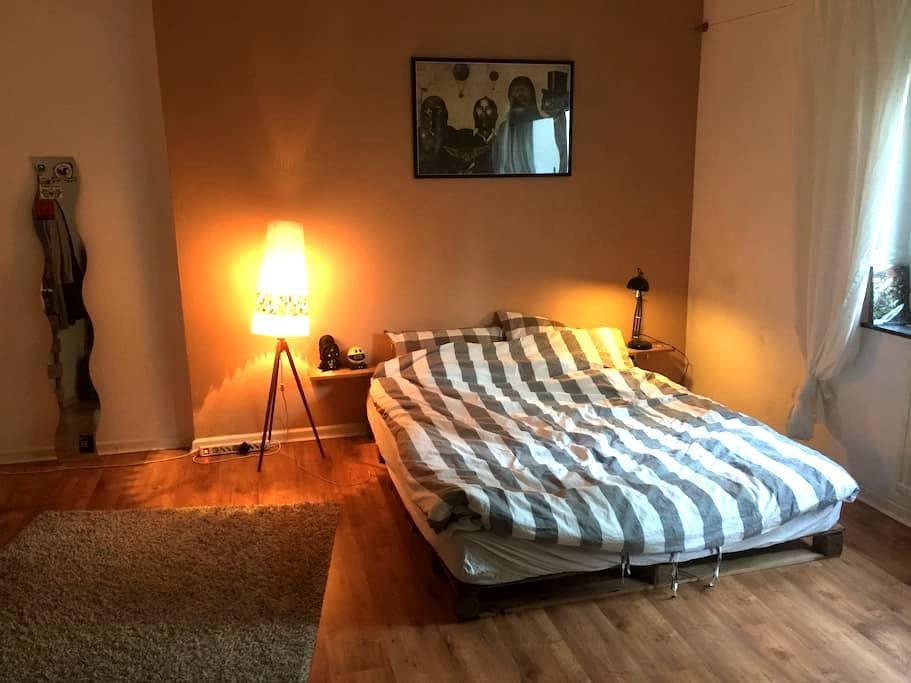 Room between Eppendorf and Schanze - Hamburgo - Departamento
