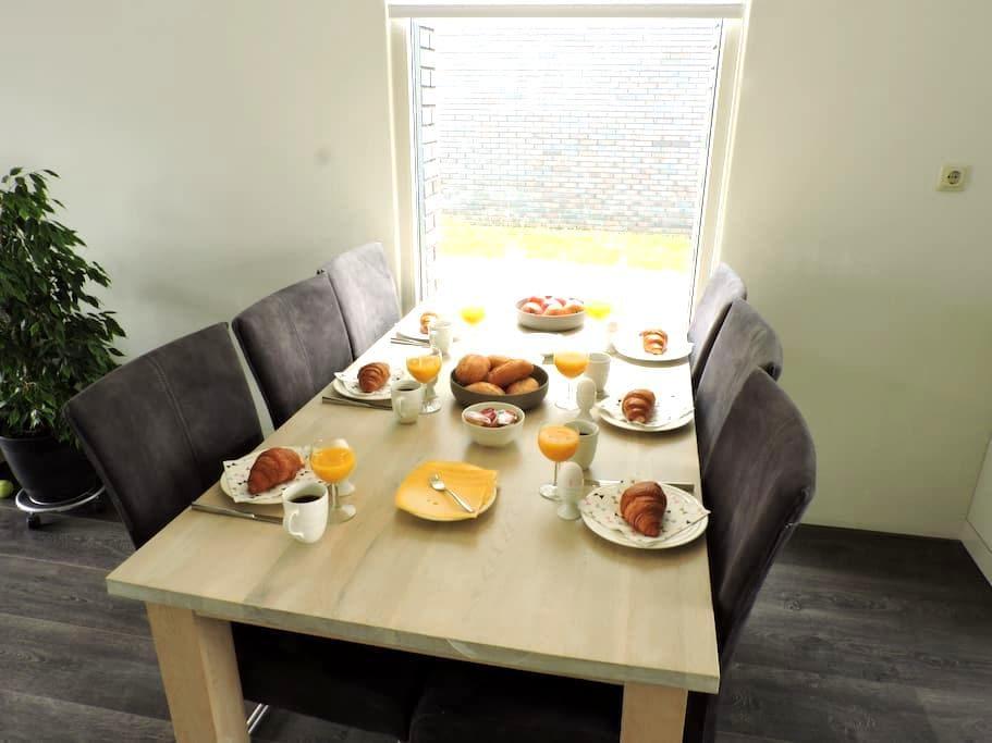 Luxe gezinswoning bij centrum en bos - Heerenveen - Dom