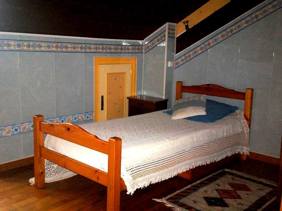Jolie chambre fonctionnelle - Montardon - House