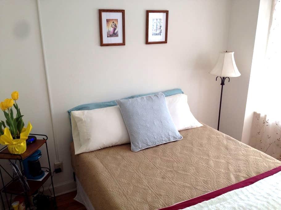 @WESLEYAN room & ensuite bath - Middletown - Huis