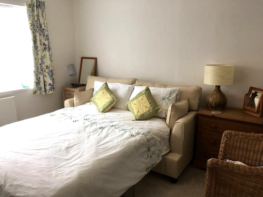 Double room in house close to country and town - Sheffield - Huis