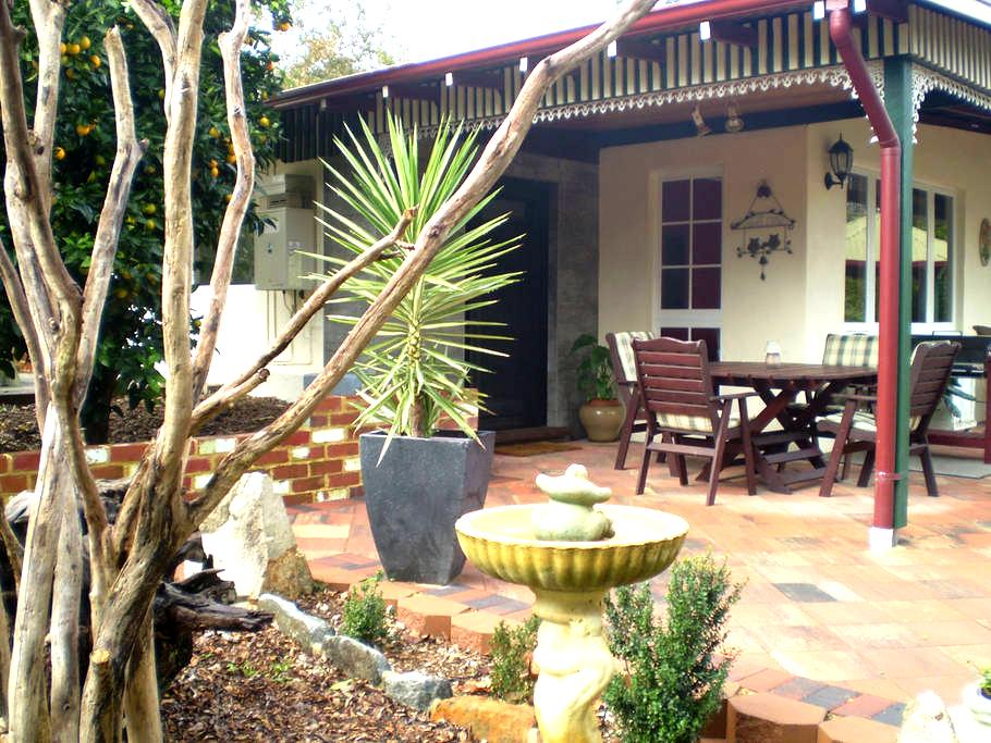 CARINYA COTTAGE - Peaceful Home with Views  :) - Mundaring - Haus