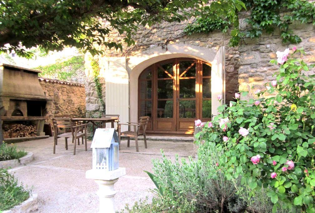 Grande bâtisse provençale en Luberon - Maubec - Casa