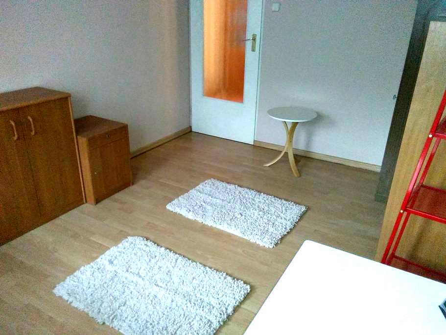 Close to airport, nice room for two - Krakau - Wohnung