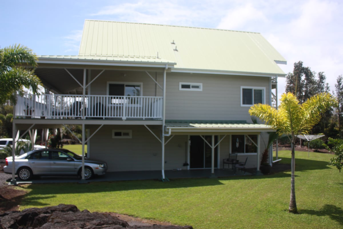 Another side view. The downstairs lanai can be seen here.