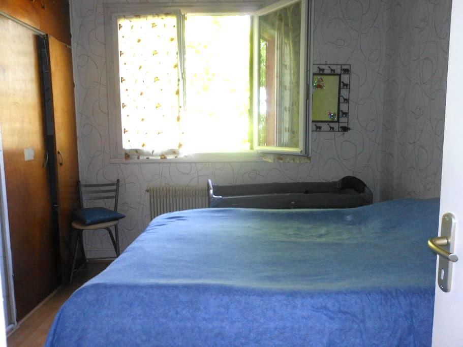 Appartement ensoleillé - Sainte-Geneviève-des-Bois - アパート