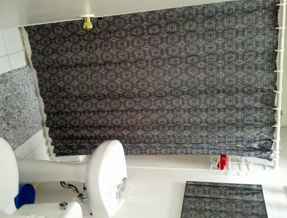 1 BR in Row House Central Location!