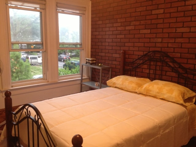 Charming room in downtown Flushing