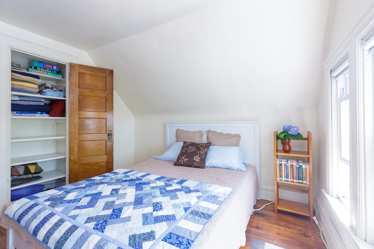 Sunny Rooms in Bklyn - 3rd Fl Suite