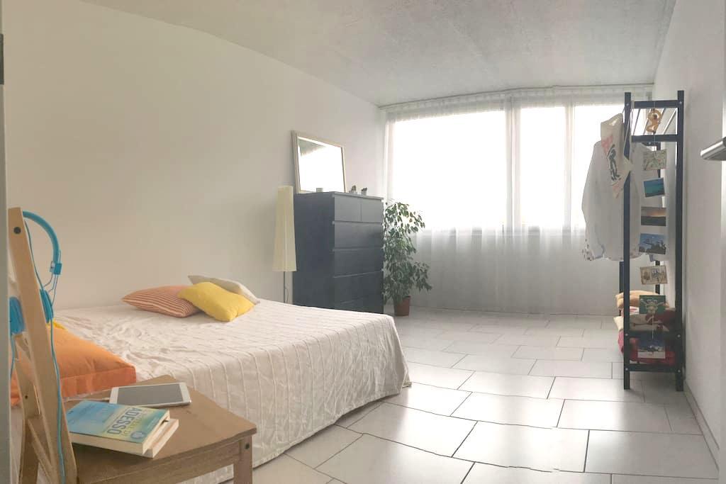 Your private spacious room in Köniz - Köniz - Apartment