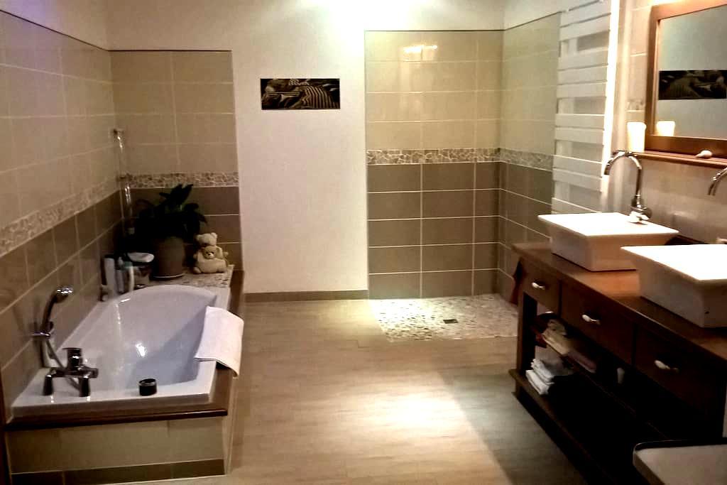 Chambre cosy dans maison cachée Private Bathroon - Le Mans - Σπίτι