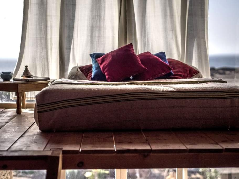 "Bedroom""AZROO"" @Ecolodge L'Ane Vert - tafedna - Earth House"