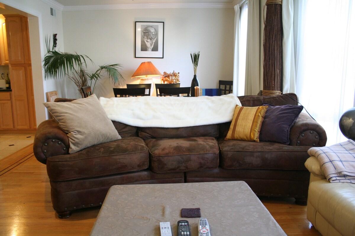 Great Room in Beautiful Apartment!