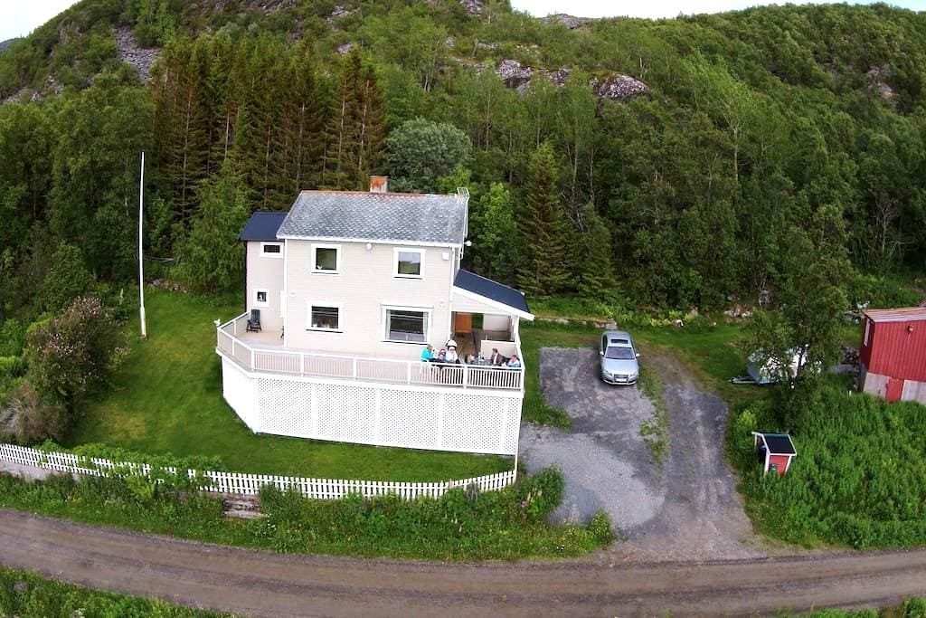 Enjoy unique nature and sea fishing - Stonglandseidet - House