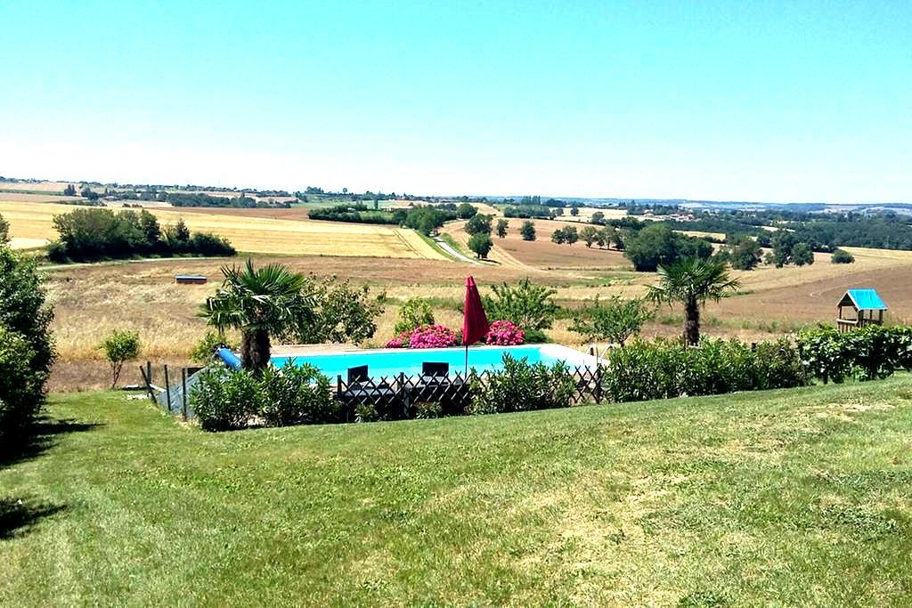 Villa avec piscine et vue Pyrénées - Preignan