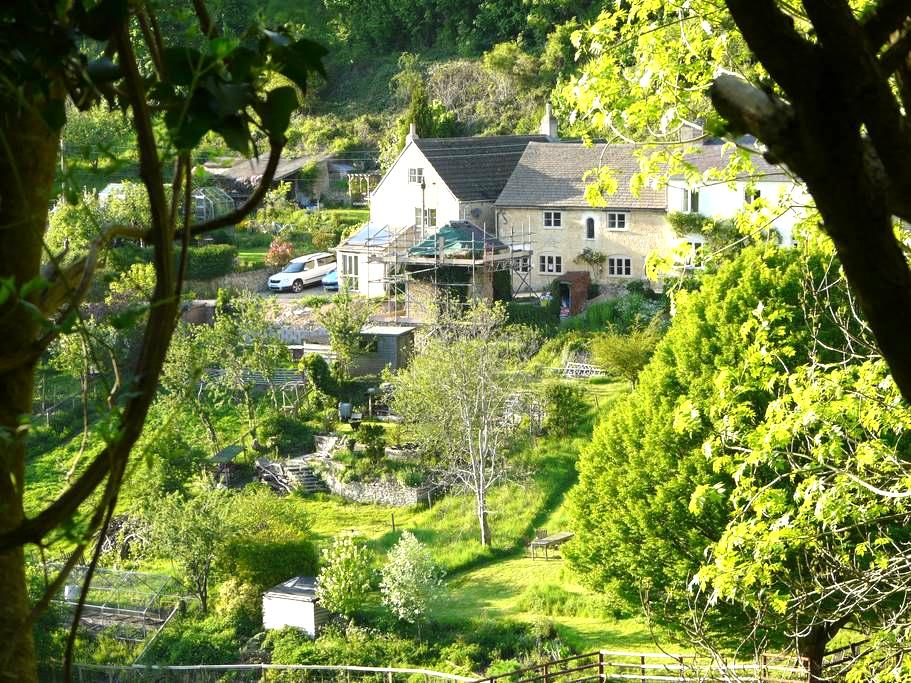 Spring Cottage, a cosy cotswold stone cottage - Stroud - Ev