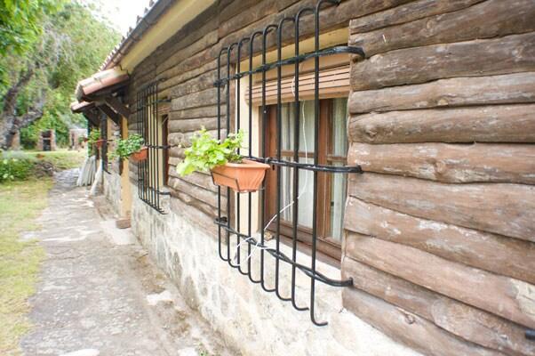 Construcción con los tres bungalows