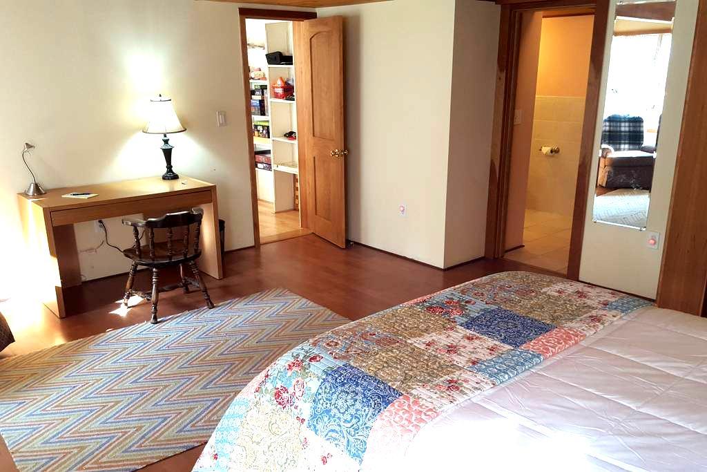 Large private master bedroom near Dartmouth/DHMC. - 汉诺威(Hanover) - 独立屋