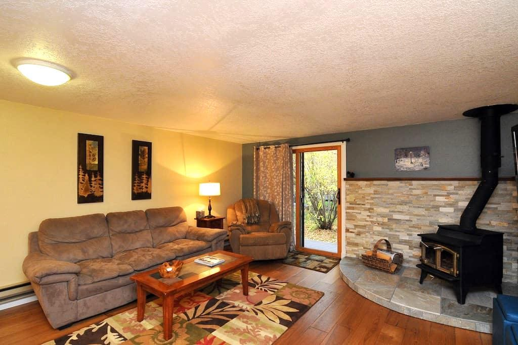 Updated 2 story, cozy townhouse. - Hailey - Townhouse
