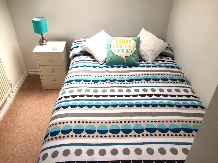 Double Room to Rent in Hook - Hook - Apartment