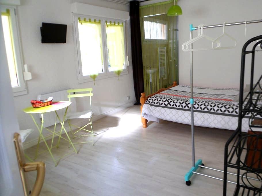 Studio Vert équipé  neuf 1-2 personnes N1 - Beaumont - Wohnung