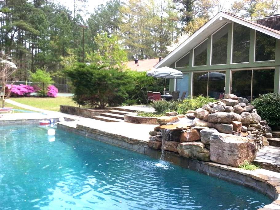 ESTATE 166: Private estate with pool and tennis - Douglasville