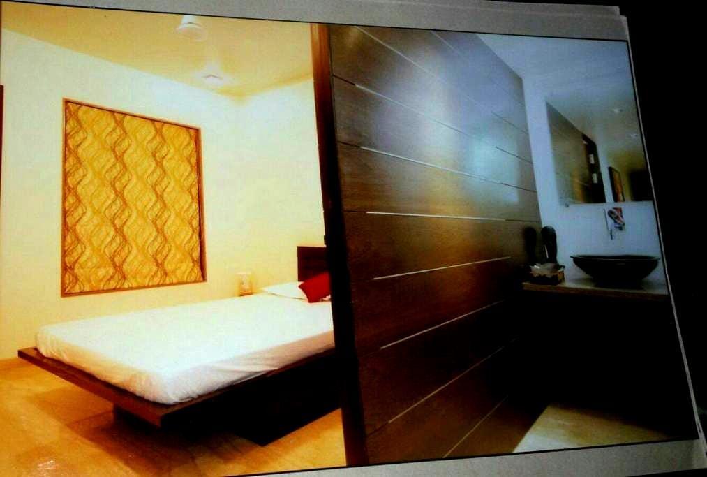EN SUITE AC Room Koregaon park Annx - Pune - Lägenhet