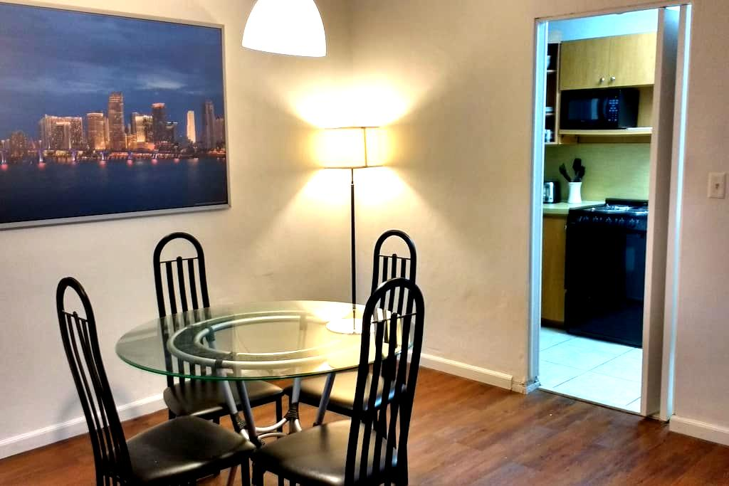 Spacious Miami Apartment / Behind Dadeland Mall. - Miami - Apartment