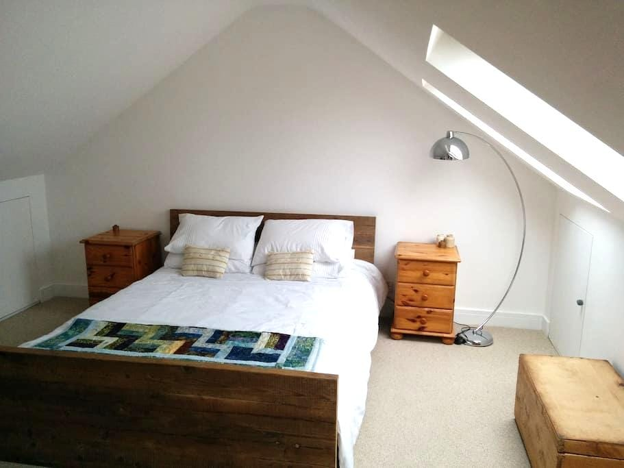 Spacious loft rooms with a sea view - Treknow, Tintagel  - Bed & Breakfast