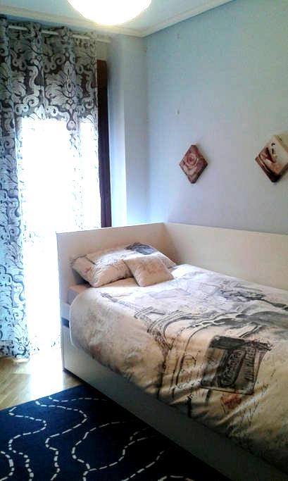 Habitación para 2 personas con baño privado! - Madrid