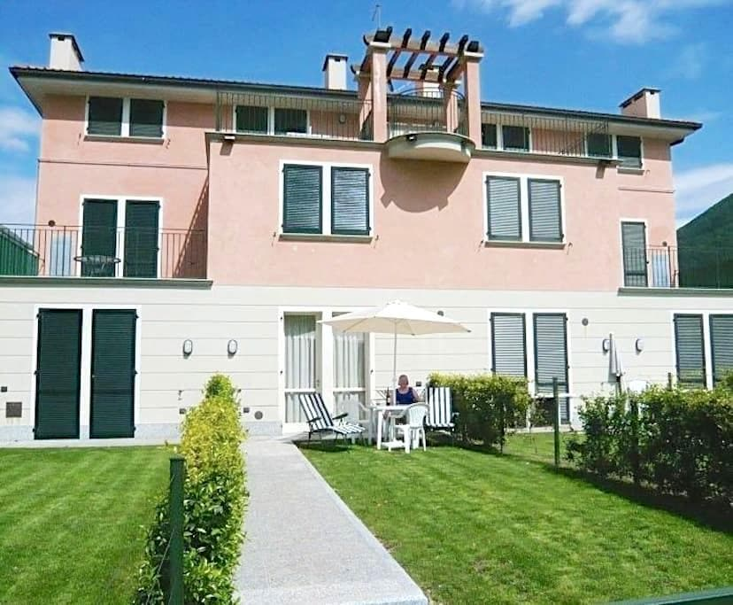 Apartment for 4 in park along the lake of Lugano - Porlezza - Kondominium