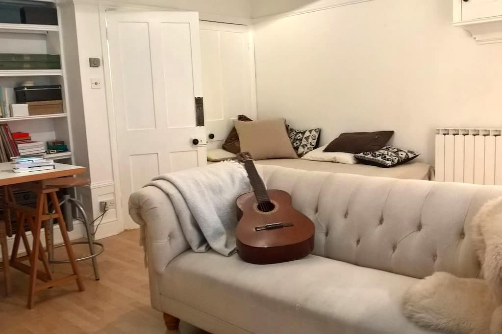 Self contained accomodation within a town house - Brighton - Townhouse