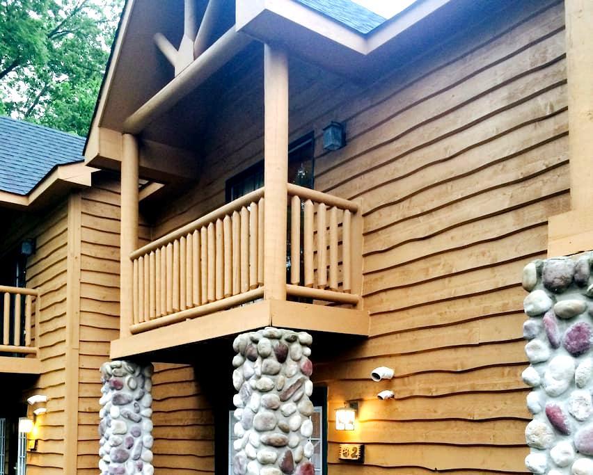 Luxury Cabin Near Starved Rock park - Oglesby