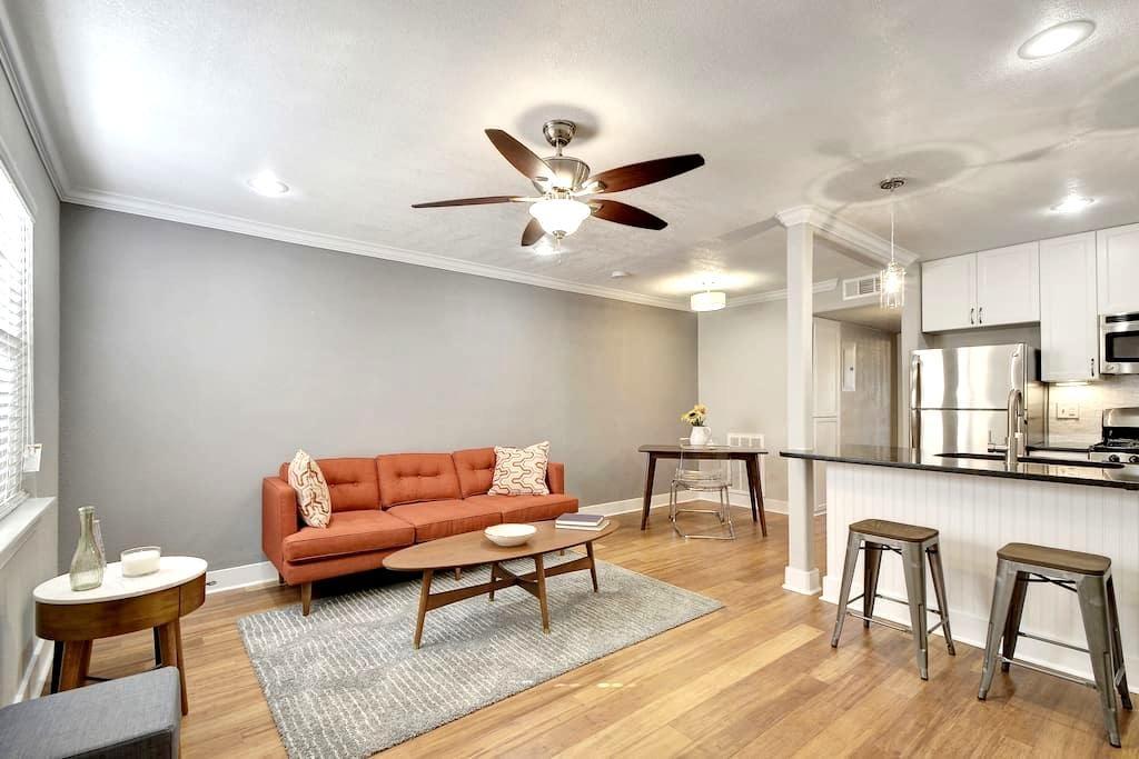 1 bed/1 bath Clarksville Condo - Austin - Apartment