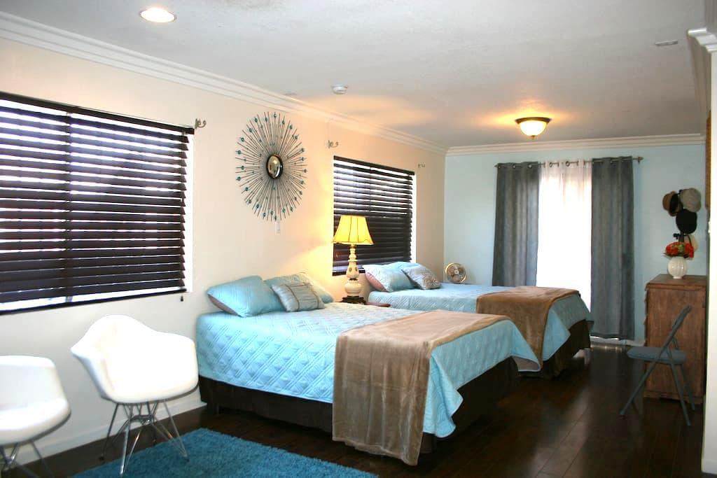 Clean & Cozy comfort. - Hawthorne - Condominium