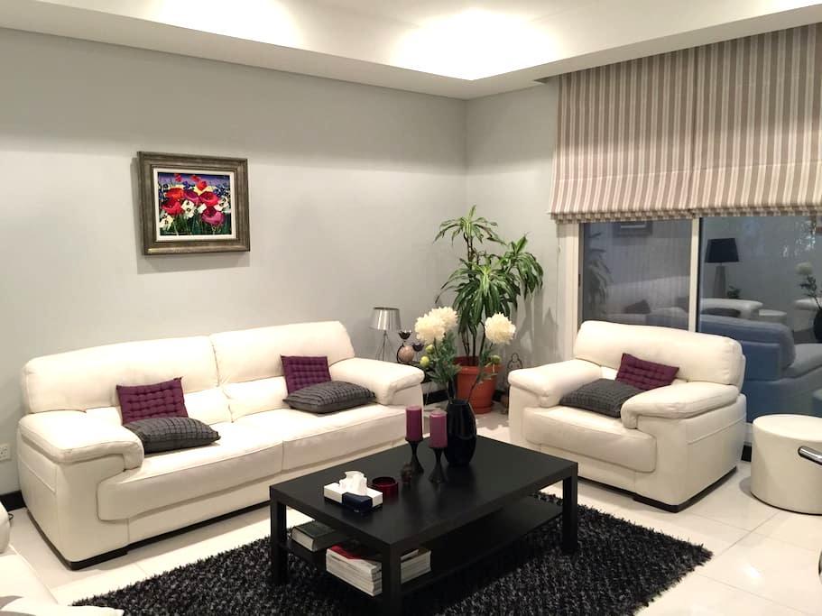 Luxury Home in Green Golf Oasis! - Riffa
